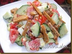 рецепты салатов с сухариками, салат с сухариками и помидорами, летний салат