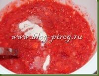 клубника перетертая с сахаром, протертая клубника, клубника протертая с сахаром, сырое варенье, клубника в сахаре